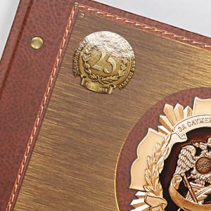 Выборочный УФ-лак на обложке книги